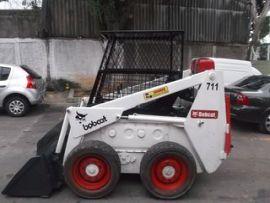 Mini-Carregadeira Bobcat 711