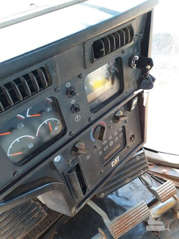 Trator de Esteira Caterpillar D6T