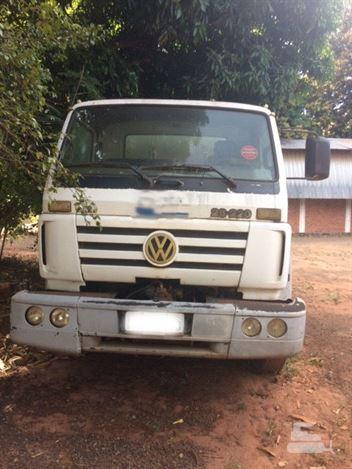 Caminhão Volkswagen 26-220 6x4 3-Eixos 2p (diesel)
