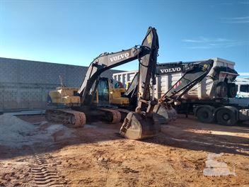 Escavadeira Volvo EC210